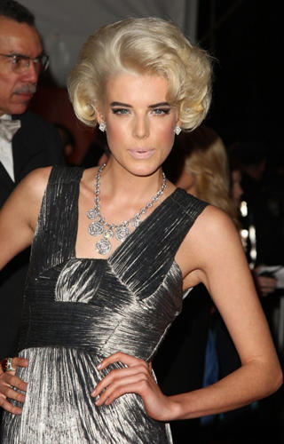 Agyness-Deyn-rocks-out-a-retro-Hollywood-Glam-look-thoughts_blog_image