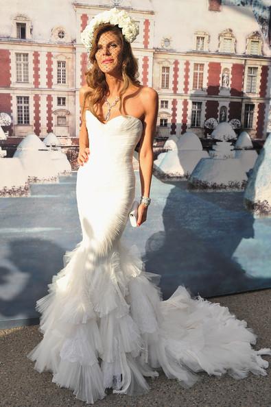 Anna-dello-Russo-White-Fairy-Tale-Love-Ball-c53X2KBjR3tl
