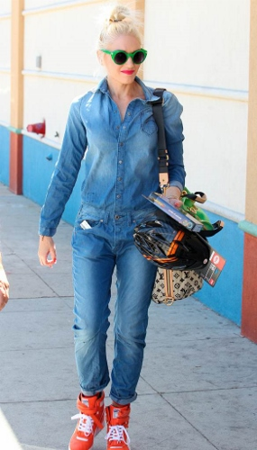 Gwen-Stefani-Style-How-To-Wear-Head-To-Toe-Denim-Jumpsuit (285x500)