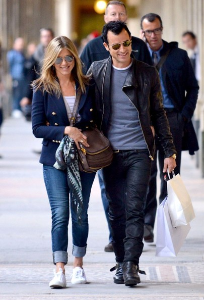 Jennifer Aniston wore a brown leather TOM FORD Jennifer bag with gold zipper details while strolling in Paris