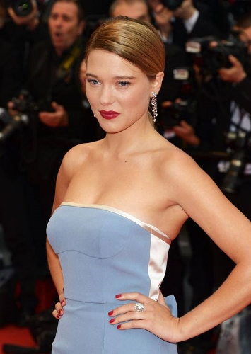 Léa-Seydoux-Louis-Vuitton-Cannes-French-Beauty-Make-Up-Tips (355x500)