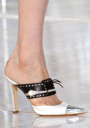 Louis-Vuitton-Spring-Mules