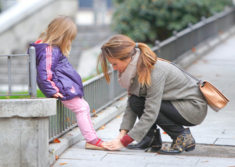 Nagore Aramburu with daughter Ane in Madrid;