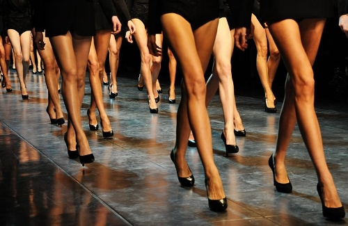 Should-I-Wear-Hosiery-To-A-Formal-Event (500x325)