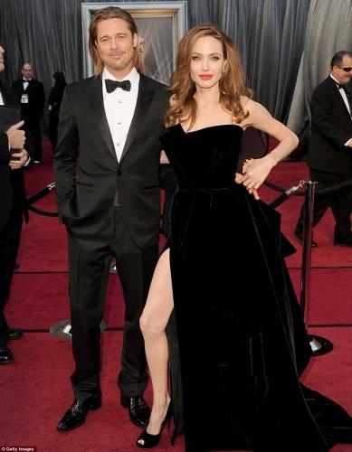 Angelina Jolie Leg Oscars 2012