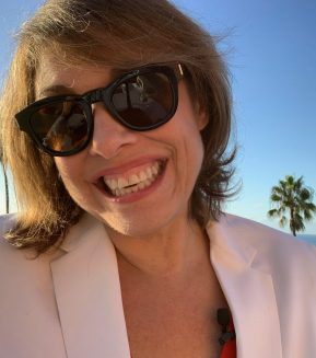 Sharon Haver is a Female Entrepreneur -Online Business Style Expert