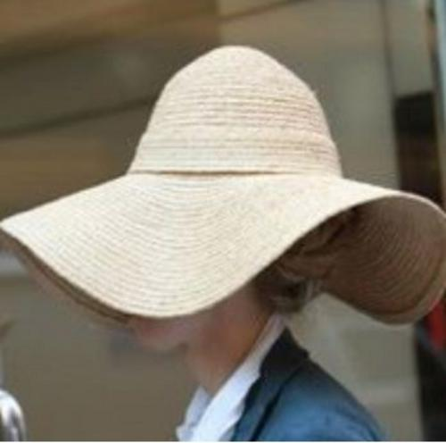 Chelsea Clinton is hiding under that hat!