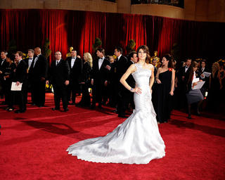 Marisa Tomei wearing Versace for the 81st Annual Academy Awards