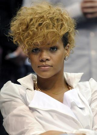 Rihanna at the 2010 NBA - Cleveland Cavaliers and Los Angeles Clippers