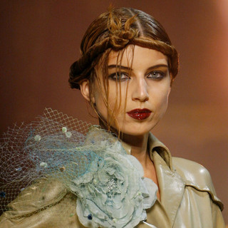 Smokey eyes and rich red lips at John Galliano